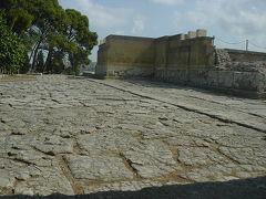 クノッソス神殿へ:クレタ島(エーゲ海プカプカ紀行 17 )