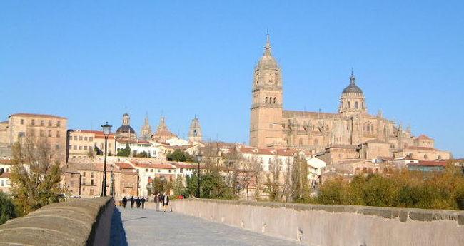 バルセロナからの夜行列車は2時間遅れでサラマンカへ到着。。。