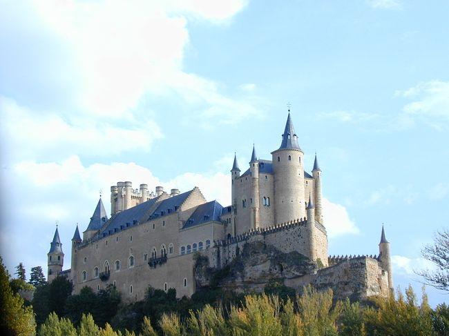 バルセロナ、タラゴナ、バレンシア、ラマンチヤ、グラナダ、コルドバ、セビーリャ、サンチャゴ・デ・コンポステーラ、レオン、セゴビア、トレドを巡った、旅行記です。<br /><br />スペイン・ポルトガル13日間のバスの旅、何処の町にも大聖堂(カテドラル)とお城(アルカサル)が有り、その素晴らしさに最初は興味津々だったが、大聖堂はどこも同じに見え、その内飽きてしまった。<br /><br />しかし、サンチャゴ・デ・コンポステーラのカテドラルでミサに参加し、「グローリーグローリーハレルーヤ、グローリーグローリーハレルーヤ・・・・・」の大合唱を聞き、心に沁みる旋律に感動し、一生忘れ得ぬ体験となった。