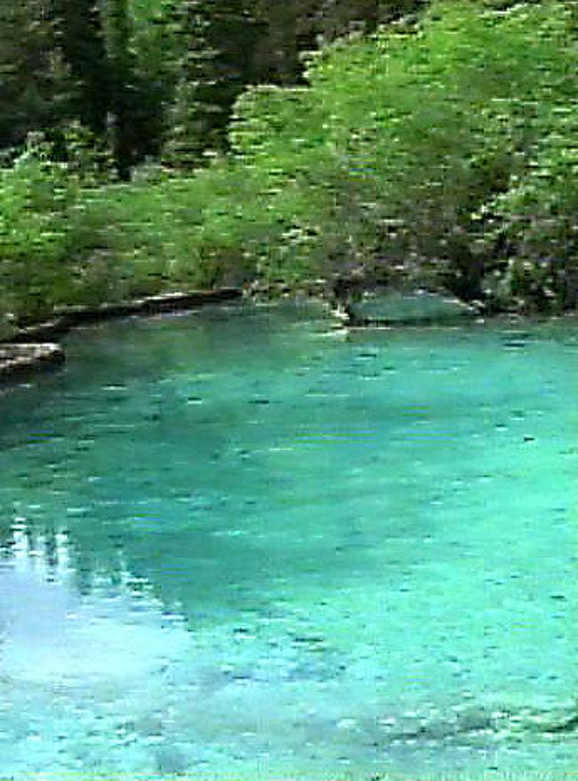 エメラルドグリーンのきれいな湖: 『中国・四川省の旅【2】 神秘的なエメラルド・グリーンの棚田