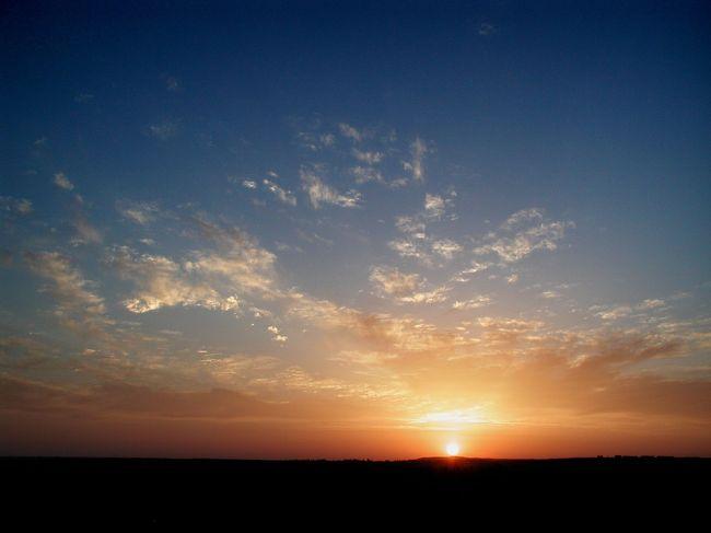 2005年は、4月から9月まで敦煌滞在をしていますので、友人が来たりした時に、有名所へ出掛けて写真を撮ったりしています。<br />今回は「陽関」に朝日を見に出掛けて来ましたので、その時の様子をご覧下さい。