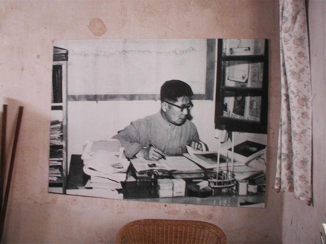 常書鴻の勤めた初代敦煌文物研究院跡を見学してきました。<br />一緒に来た維吾爾人の姉妹も出てきます。<br />朝の出発から、帰ってきた敦煌市内の様子まで長々と綴ります。<br />お暇なら寄ってって下さい。<br />(暇じゃないからサヨナラって言わないで〜)