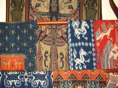 Bali2005魅美11 バティック&イカット ☆繊細な色模様は美の深みを見せて・・