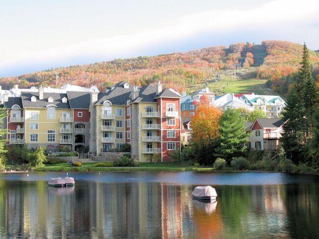 ■ 世界的に有名な紅葉のメープル街道。<br />秋の観光シーズン真只中のモント・トランブランを訪れました。<br />雄大なローレンシャン高原の紅葉、山や湖と見事に溶け込んだトランブランビレッジを楽しみました。<br />■ Maple Route of world famous autumnal leaves. <br />Such tourist season middle and Mont-Tremblant were visited.<br />The autumnal leaves of the grand Laurentians plateau.<br />We enjoyed the mountain, the lake, and the Tremblant Village that melted splendidly.<br />
