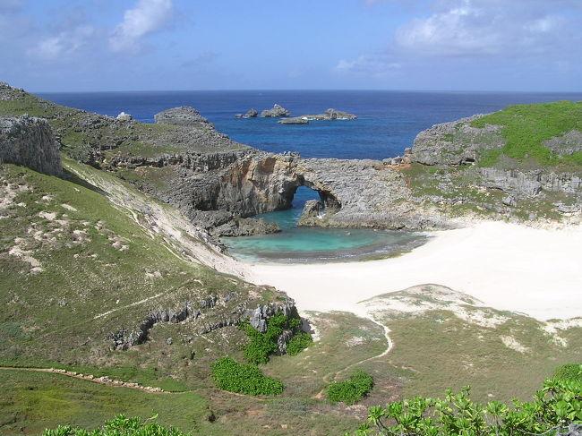 動植物の固有種が多いことから、東洋のガラパゴスと言われている小笠原諸島だが、景観的には父島も母島も特段普通の島である。だが、南島に関しては、本当にガラパゴス諸島のような景色が広がっており、一見の価値があります。