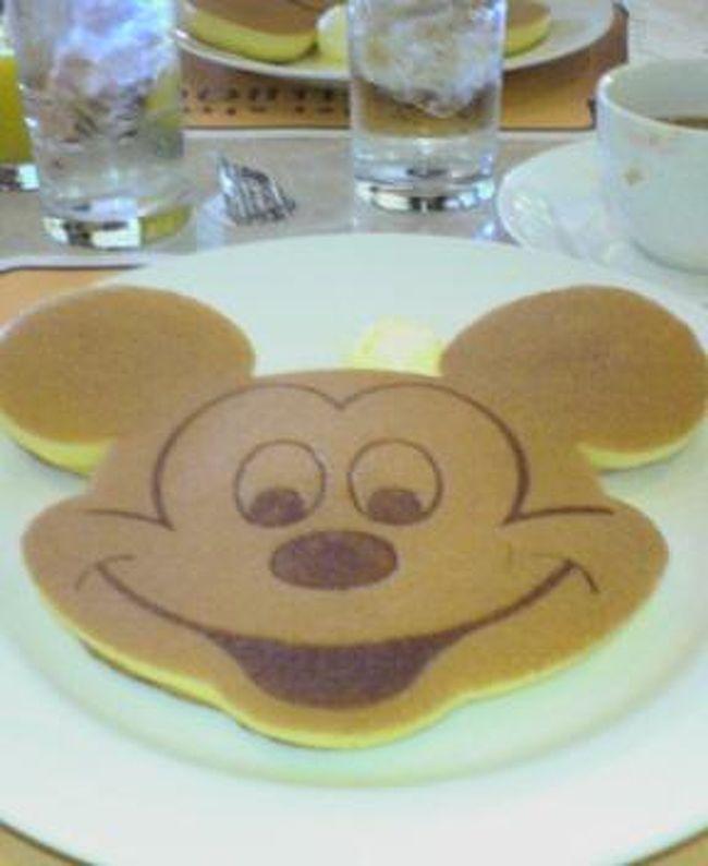 今回ははじめて、ディズニーパートナーズホテルのパーム&ファウンテンテラスホテルに泊まりました。私達のホテルはそのファウンテンテラス側。<br />2泊3日の食事も紹介します。<br /><br />ブログやってます(^^)<br />よかったらこちらにも遊びにきてくださいね。<br />http://nasosstyle.blog110.fc2.com/