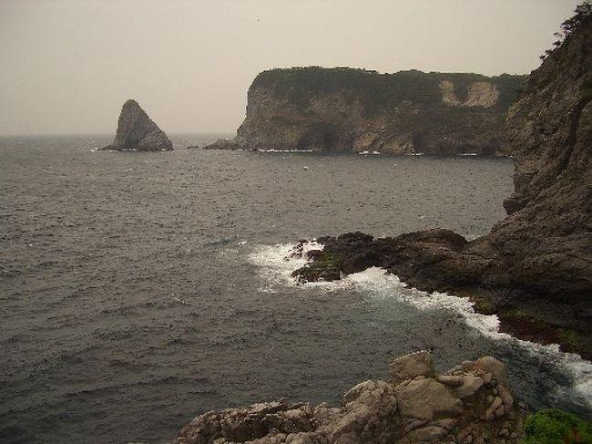 伊豆諸島の一つ、式根島をぶらり一人旅してきました。<br />キャンプをしながら無料の温泉につかったり、海に潜ったり、狭い(3.9k?、千代田区や文京区の3分の1程度)ながらも充分に堪能することが出来る素晴らしい島です。<br />4日目は、2日目に行けなかった所を周りました。<br />西部の山の中でもマイナーな所です。<br />そして5日目に帰りました。