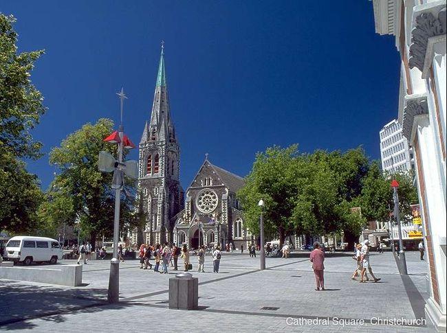 クライストチャーチの街の中心、大聖堂。ここを起点に散策します。歩ける範囲にいろいろなものがあります。トラムに乗ってもいいし、無料バスも走ってるので、移動はとても簡単です。