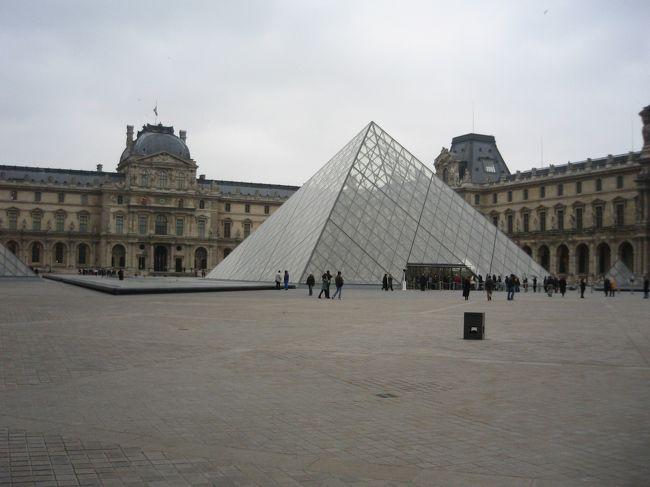 13年ぶりにフランス・パリに行ってきました。<br />こちらは、三日目レポートになります。<br />(「ダヴィンチ・コード」の舞台を見て回ったり、街の様子を覗いたりもしています。)<br />