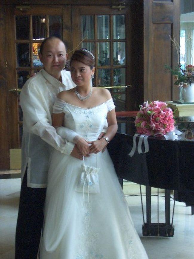 友人の結婚式のために、フィリピンのマニラに行ってきました。<br />ついでにビーチ・リゾートを楽しみたくて、マニラ在住の別の友人にミンドロ島に連れて行ってもらいました。