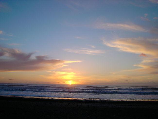 9月の半ばには列車(トランツアルパイン鉄道)に乗ってグレイマウス(Greymouth)経由→プナカイキ(Punakaiki)に夕陽を見にいきました。<br />NZで初「世界の車窓から」体験♪<br />