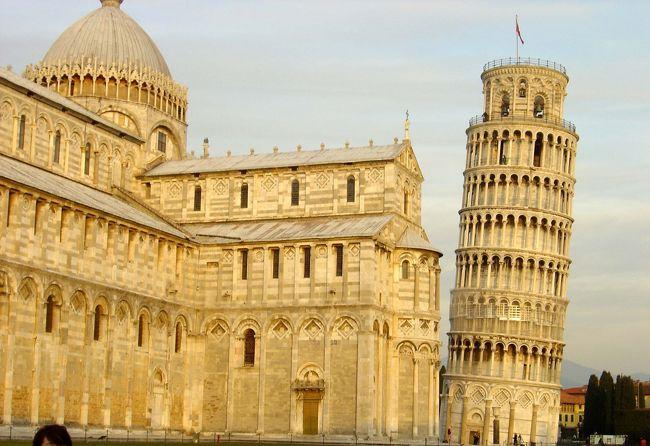 今回イタリアへ行きたいと思った動機の一つに、このピサの斜塔がありました。<br />傾いているとは聞いていたけど、まさかこんなにも傾いているとは!!
