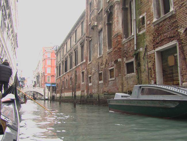 楽しみにしていた水の都ヴェネツィア。<br />ゴンドラ~♪と喜んで乗ったのですが、この日の気温は2℃。<br />冷た~い風にびゅうびゅう吹かれ、寒いゴンドラ遊覧となりました。