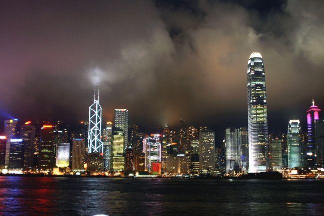 昨日は雨に祟られました。<br />今日はどでしょうか・・・???<br /><br />今日は九龍公園とビクトリア公園などを散歩します。<br />天気が良ければ、再度ビクトリアピークの、今回は夜景に挑戦したいと思っています。<br /><br />夜はプロムナードからの香港島夜景にも再挑戦!<br />三脚を忘れずに、さあ出発です。