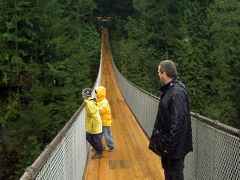 キャピラノつり橋で高度70メートルを体感
