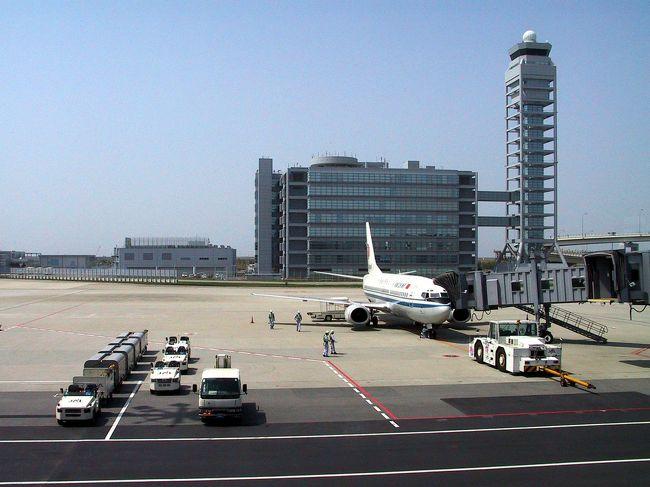 24日間の日本滞在を終え、再び広州番禺へ。<br /><br />帰国する便と同様に、北京経由の超豪華遠回りお得コース。<br />(距離が長いのに直行便より安い・・(ーー;)<br />そう、こまの往復チケットは、大陸からの往復なのでした。<br />理由は、日本発で買う往復チケットより格安で買えるから・・・(^^;