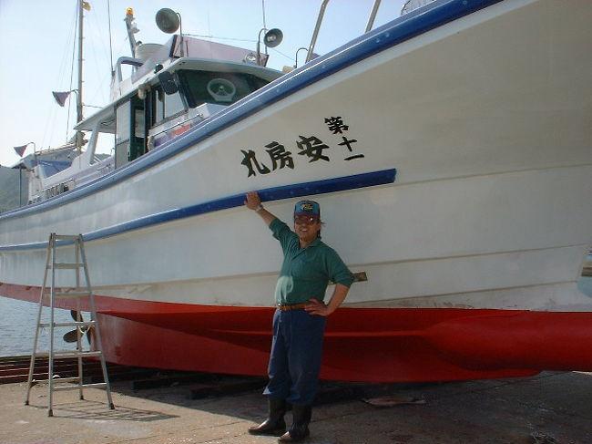 イサキシーズン到来<br />イサキのおなかを見て見て<br />プックリ腹誰かさんみたいだって?(@◇@;) ウ・・・ヤバ<br />イサキの旬です<br />釣師の旬です美味そうなイサキを見てニヤリ<br />魚の表情釣師の表情どこか似てるものが・・・<br />詳細はHPhttp://www.awamaru.net<br />