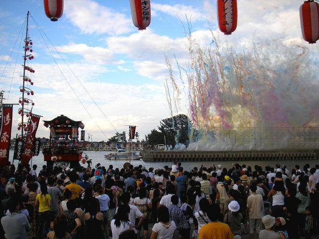 祇園祭といえば、京都のそれが有名ですね。<br /> 全国に疫病が流行した貞観十一年(869年)、卜部日良麻呂が勅を奉じて長さ二丈の鉾を作り、旧暦の六月十四日に神輿とともに京都に送ったのがその起源だそう。<br /> ご存知のとおり、これに端を発し、祇園祭は全国津々浦々で行われています。<br /> 伊勢の小さな漁村・大淀でも江戸の中期、今から二百五十年ほど前に祇園祭が始まりました。(参考:明和町観光協会HP)<br /><br /> photo by Taro