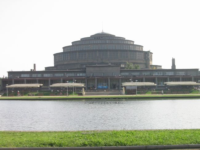 学会に参加するためポーランドのヴロツワフに行ってきました。<br />一応出張なんだけど、ほとんど観光旅行かな、、。<br /><br />表紙の写真は、WroclawにあるHala Ludowa=People&#39;s Hall(Centennial Hall)です。2006年7月13日に世界遺産に登録されたようです。<br /><br />今回はこれを含めて、SwidnicaとPragueと合計3箇所の世界遺産を回ることができました。