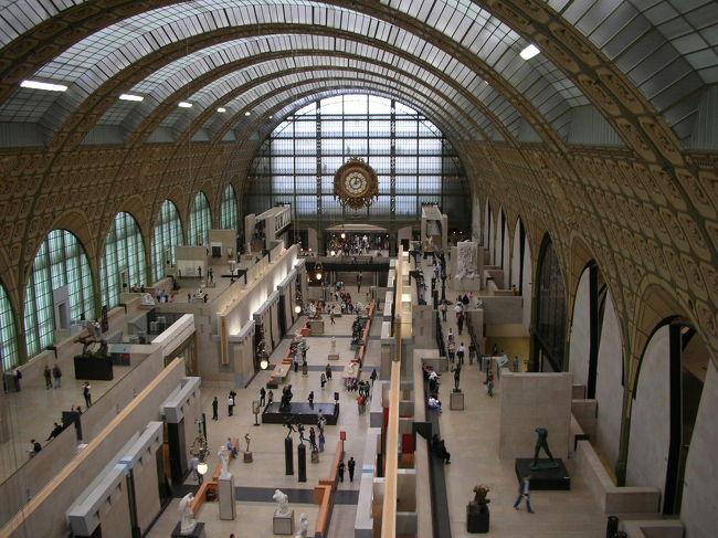 この日も8時起床。<br />のんびりして(せっかくパリに行ったのにのんびりって・・・)、パリに来て初の美術館へ。<br />オルセー美術館はとっても素敵でした。<br />そのあとセーヌ川クルーズでシテ島に行き、ノートルダム寺院を訪れます。<br />サントシャペルには入れずコンシェルジュリーを見学したあと、再びバトビュスに乗って<br />シャンゼリゼ通りを歩きました。<br />そして最後は凱旋門を横から下から上から、色々な角度から攻めました。<br /><br />☆3日目観光スポット&食事☆<br />○オルセー美術館<br />○セーヌ川クルーズ(バトビュスにて)<br />○ノートルダム寺院<br />○コンシェルジュリー<br />○シャンゼリゼ通り<br />○凱旋門<br />・昼→サーモンメインのランチ、デザートにアイスクリーム3種 <br />   :オルセー美術館内 中階 Middle Level のレストランThe Musee d'Orsay Restaurant<br />・おやつ→アイスクリーム :ベルティヨン Berthillon<br />・夜→チーズバーガーセット :ホテルの近くの日曜でも開いているブラッスリー