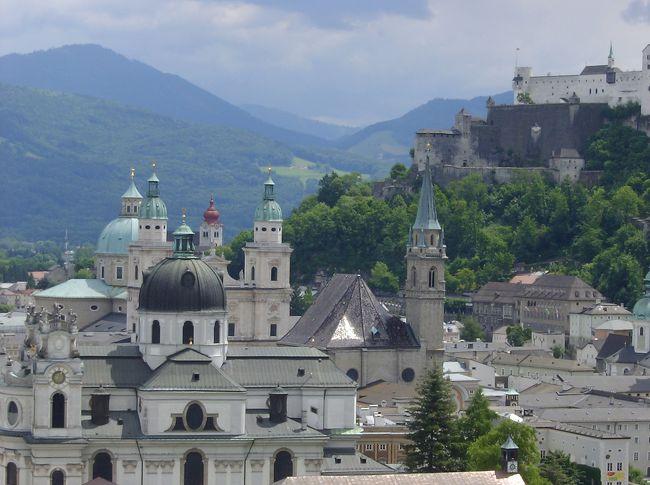 2004年 5月〜7月迄 <br /><br />日本から引っ越して来た最初の場所が、ザルツブルグだった。<br />と、言っても住んでいたのは、町外れバスで40分の場所。<br /><br />最初のドイツ語語学学校に通いながら私が見つめたザルツブルグ。<br /><br />現在は、ドイツ側の国境近く在住。