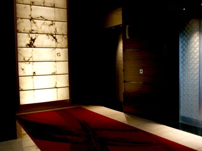 新橋駅から、地上を道路沿いに歩いては行けません!!迷わないでください★