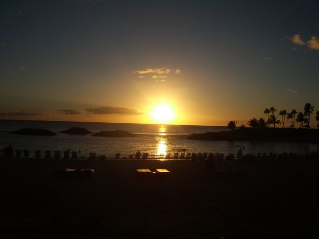 8月の最終週、オアフ島コオリナに1週間滞在しました。<br />4歳と1歳5ヶ月の二人の男の子連れです。<br />子供が出来る前も夫婦でよく行きましたが、<br />子連れでは5度目のハワイです。<br /><br />ワイキキにはほとんど足を踏み入れず主に西オアフで過ごしました。<br />いつのレンタルしていたのですが、今回初めて使い慣れたチャイルドシート2台を日本から持参したおかげで車内で子供が良く寝てくれ長距離ドライブも問題なく楽しめました。<br /><br />宿泊先はコオリナのマリオット・コオリナビーチクラブ、7泊9日の旅でした。<br />