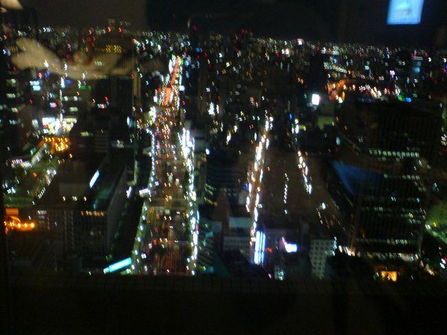昨年のことですが・・・・<br />憧れのザ・リッツ・カールトン大阪に、自分の誕生日記念に孫っこと、娘二人と一緒にお泊りしてきました。<br /><br />150mからの素敵な眺めのプランでした。<br />美味しいウェルカムオレンジジュースをいただき、<br />プール・アウトドアジャグジーで遊び、<br />素敵な夜景を楽しみ、<br />豪華な美味しい朝食バイキングをいただき、<br />思い出に残るホテルライフを味わいました。<br /><br />今度は、クラブフロアに泊まりたいなぁ〜〜