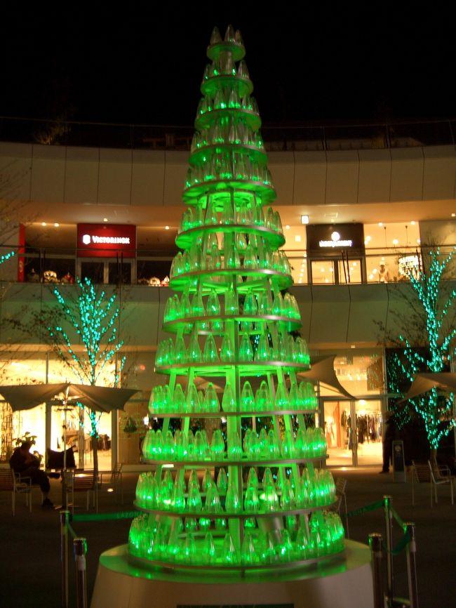 旅行ってほどではありませんが。。。<br />地元川崎に今年オープンした大型ショッピングモール【ラゾーナ】のクリスマス風景を撮ってきました。思っていたより(?)デコレーションが少なかった気がしますが、個々のお店のデコレーションも楽しめる、この時期には良いスポットです。
