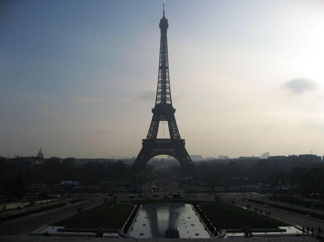 旅の最終日。<br />未だに行ってなかった凱旋門とエッフェル塔をやっつけ仕事で片付けます。