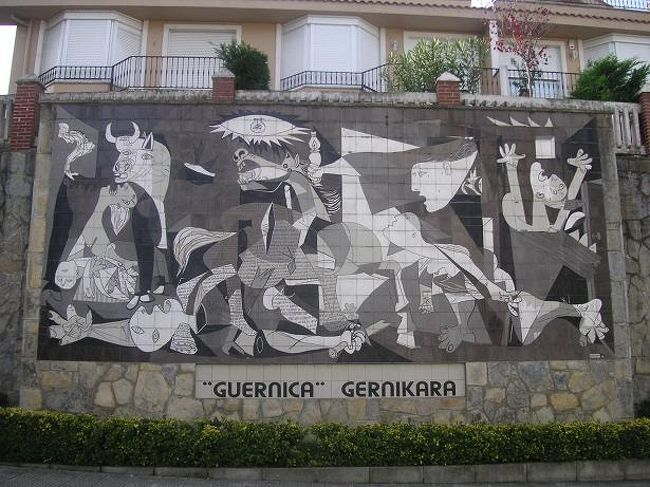 大晦日の午前中、暇なのでゲルニカへ。<br /><br />ビルバオから1時間くらい。<br /><br />目指すはただひとつ、ゲルニカの複製。<br /><br />が、地図には載っていず・・・<br />大晦日ということで案内所も開いていず・・・・<br /><br />小さい町ながら、苦労しました!<br /><br /><br /><br />* 作成中・後日コメント追加します