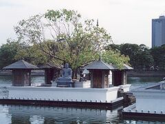 光り輝く島スリランカの首都コロンボ。