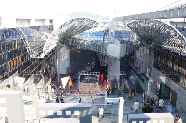 奈良散策の帰り、京都駅で降りて、JR京都駅ビルのモダンな建築美を見て来ました。何度見ても凄い建築デザインです。数年後、JR大阪駅も全ホーム部分が巨大ドームに覆われた凄い駅に改装すべく大掛かりな工事が進行中です。JR西日本も凄いです!!<br />JR大阪駅改良関係HP:http://www.westjr.co.jp/grbiz/2011osaka/<br />(画像のコメントは一部を除き省略させて頂きます)