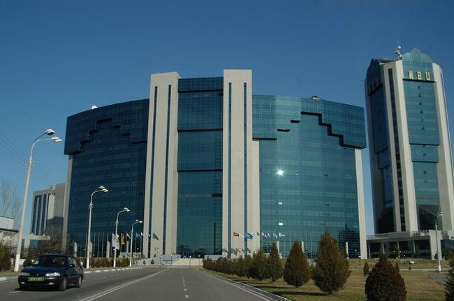 正確には11年ぶりになるだろう、1996年1月から2月、丁度同じ季節にウズベキスタンへ出張した。(http://uz.iio.org.uk)<br /><br />今回の第一印象はボロボロだった空港が改修されたこと、タシケントにホテルが増えたこと、新しい建物が増えたこと、看板が増えたこと等から、成長したなーでした。それから、町の綺麗さは変わっていないな。<br /><br />今回は移動の関係で何度もタシケントを経由した。ビザもマルチを事前に取得していたのでこれは効果的だった。マルチでなければ足止めで今回のスケジュールは進められなかっただろう。<br /><br />写真はインターナショナルビジネスセンター。<br /><br />ホテル:Dedeman Silkroad Tashkent<br />エアーキャリアー:JAL,アシアナ(成田-ソウル-タシケント)<br />