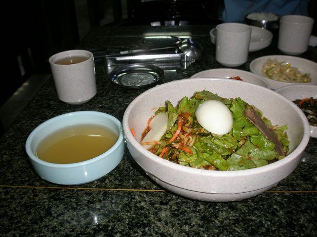 4月6日は家族の延吉生活スタート日。4周年の2007年4月6日には家族でプルコギを食べお祝いしました。写真はビビン麺と冷麺のスープです。マシイッソッスムニダ!