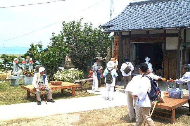 旧暦の3月21日にお大師参りをするところは多いが、豊島も毎年お大師参りに来る人が多く、お接待で島は賑わう。