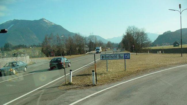 ザルツブルグに宿を取り、日帰りでバートイシュルに行きました。<br /><br />駅周辺の様子です。