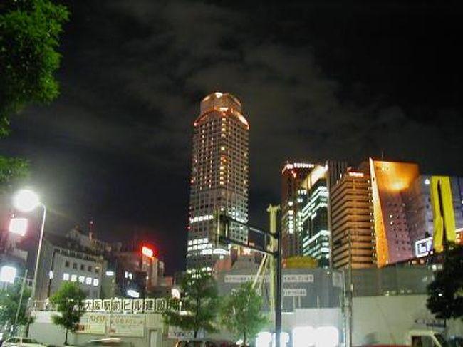 wifeの誕生日が8/14ということもあって、毎年のお盆前後の日程で京阪神の一流と言われるホテルに1泊することが我が家の恒例となりました。2001年・リッツカールトン大阪がその最初です。たまたま、バースデイ・プランをHPで見つけて、「遠くに行くと混んでいるし高いし」と二人の意見が一致。お盆は大阪市内のホテルはUSJ周辺を除くと比較的安く泊まれることを知り、この年以降、恒例になったというわけです。また、最初だったリッツカールトンがとても良かったこともその後ずっと続けている要因の一つだろうと思います。