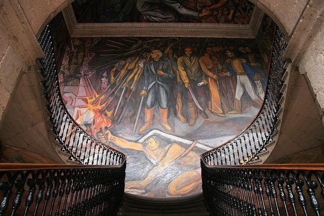 ケレタロからメキシコシティへ向かう間の途中下車の旅…というにはちょっと遠回りだが、世界遺産モレーリアを訪れた。<br /> メキシコ独立運動の英雄ホセ・マリア・モローレス・イ・パボン(1765〜1815)の生誕地であるモレーリアで「メキシコ壁画運動」に初めて触れることになった。<br /><br />□4/28(金) 成田空港出発(15:55) →ロサンゼルス空港着(12:50)<br />□4/29(土) ロサンゼルス発(01:00) →グアナファト着(06:05) →ケレタロ<br />■4/30(日) ケレタロ →モレーリア →メキシコシティ<br />□5/1(月)  メキシコシティ →テオティワカン →メキシコシティ<br />□5/2(火)  メキシコシティ →プエブラ →メキシコシティ<br />□5/3(水)  メキシコシティ →(空路)→メリダ →ウシュマル →カンペチェ →メリダ<br />□5/4(木)  メリダ →チチェンイツァ →カンクン<br />□5/5(金)  カンクン →カンクン空港発(16:30) →ロサンゼルス空港着(19:40)<br />□5/6(土)  ロサンゼルス空港発(14:35)<br />□5/7(日)  成田空港到着(18:00)