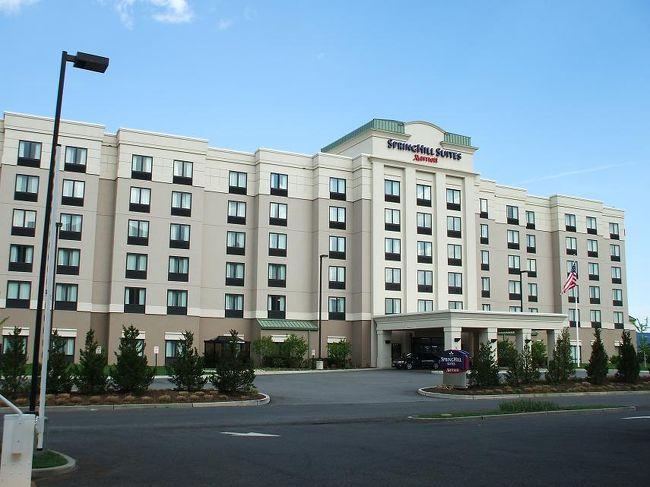 ニューヨークには3つのエアポートがある。私は、その中の1つ、ニューアークエアポートに近い「スプリングヒル・スイーツ・ニューアーク・エアポートホテル」に3泊した。ニューヨーク発着のクルーズの前泊のホテルとして選んだのであるが、諸税込みのルームチャージが1泊124$であった。マリオット系列のホテルであり、施設は充実している。私のお勧めのホテルである。