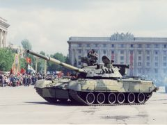 戦勝記念日パレード ハリコフ自由広場にて