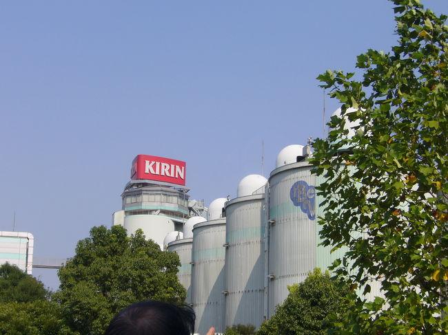 8月26日(日)<br /><br />キリン横浜ビアビレッジにてビール作り体験教室に行ってきました〜〜。<br /><br />朝9:30〜夕方16:30位までという長時間でしたが、かなり楽しめました!!<br /><br />1グループ、最大6人まで申し込み可能で、人数によって一人当たりの金額が違ってくるの。<br /><br />うちらは、6人で申し込みしたので、@\2600。<br /><br />ランチやビール、おつまみまで付いて、楽しいビール体験作りでした。<br />