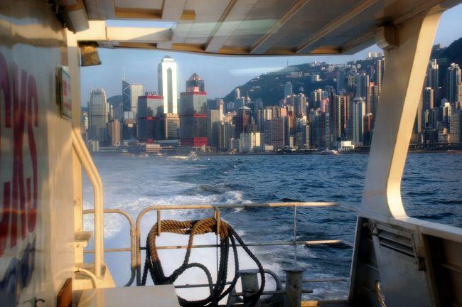 3日目の第3集。<br /><br />最終回です。(^^;<br />まとめずに写真を殆ど載っけちゃいましたね。<br /><br />最後の最後まで気が抜けない中華圏移動。<br />流石の香港でも、やっぱり中国か・・・と感じさせられるのが国境に係わるセクション。<br />香港自体も関与出来ませんから、仕方有りませんしね。<br /><br />さあ、毎度毎度の香港への中国ビザ手配紀行。<br />最後はどのように終結するのでしょうか?