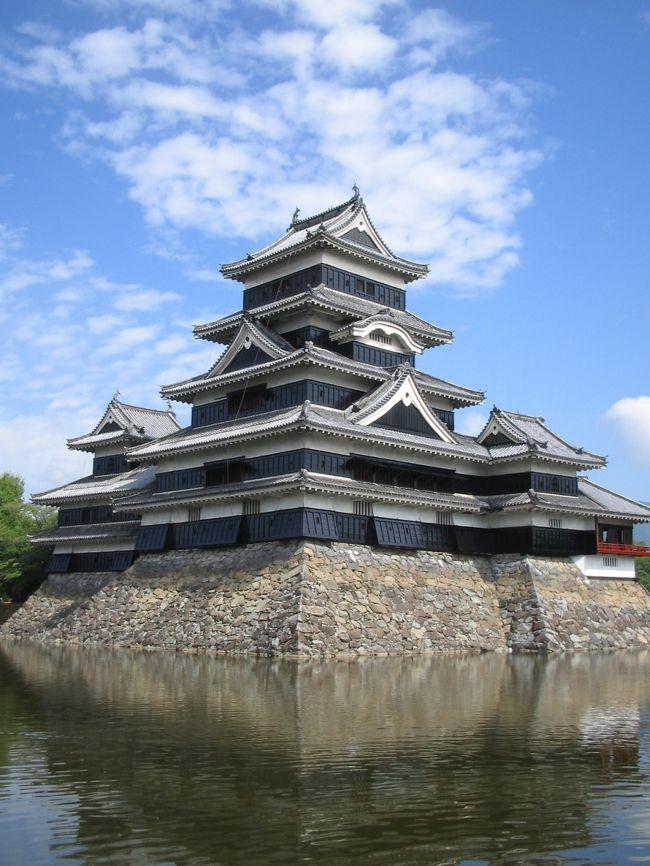 松本市内を自転車で巡るぶらり旅です。<br />松本城〜白線流しのロケ地を巡ってきました。<br />しかも帰りには諏訪湖にも行ってたりして(爆)<br />