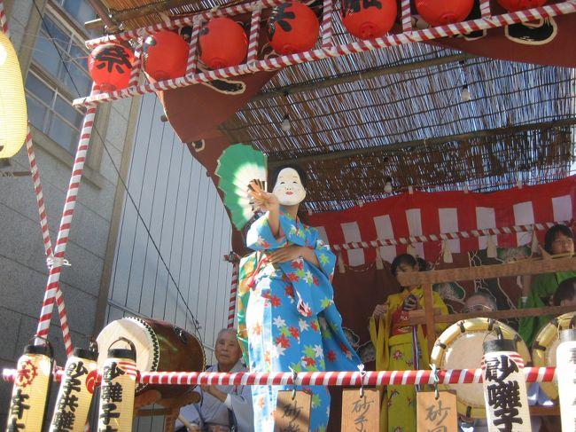 2年ほど前、川越の町並みのテレビ番組を見ていつか行って見たいなと思っていました。<br />東京には、よく行く都合がありますが、周辺お街にはなかなか行くことがありません。<br />今回も夜行バスで 大阪から東京に向かい、川越、栃木市まで足を伸ばして見ました。<br />たまたま、川越では、川越祭りの最中であり、昔江戸で行われた祭りの形態が、そのまま残っており、この祭りは、国指定重要無形文化財とのことです。<br />東京では、都市化の為、このような祭りは、消えて無くなった様ですが、地元の人が小江戸と自慢するように確かに、江戸の趣が残っているようです。<br />東京からも、東武鉄道、西部鉄道等直通便あり、埼玉ですが江戸と考えた方が良いと思いました。