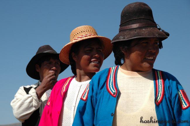 6年ぶりにペルー側のチチカカ湖へ足を向けた。<br />6年前と比べかなり発展していたプーノの町並み、<br />商業的になっていたものの、<br />伝統的な生活を守っている浮島、ウロス島、タキーレ島。<br /><br />ペルー側とボリビア側では<br />同じチチカカ湖でも随分と趣が異なる。<br />そんな多様性を改めて実感できた<br />ペルー側のチチカカ湖の旅の思い出。