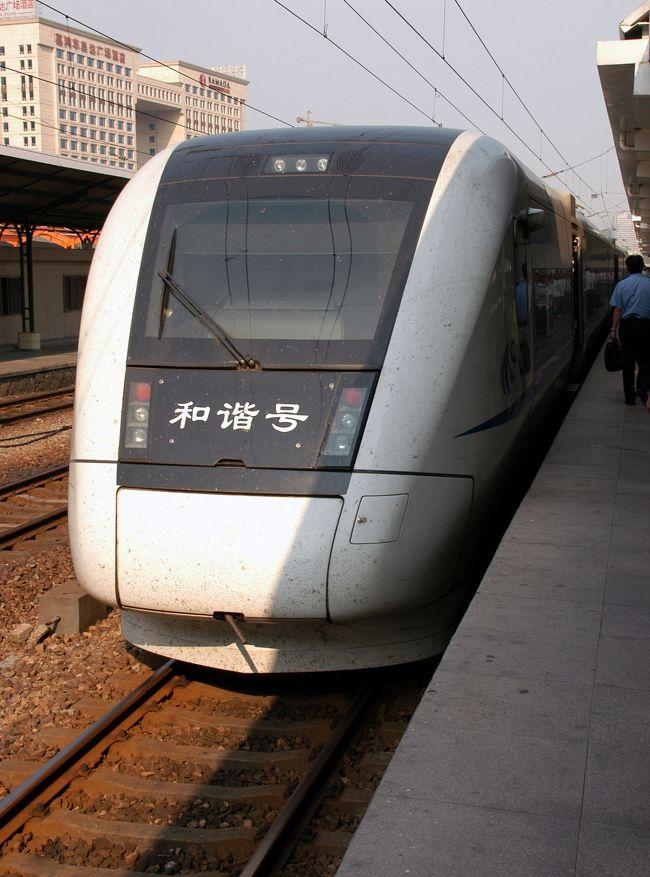 37度27度。<br />この時期にしては結構暑い日だった。<br />7月10日に「ノービザ」で中国へ入国したこまは、<br />15日以内に出国しなければならない!!<br />従って、期限は明日の25日までだ!<br />・・・と言う事で、一日前だけど今日やっておく事にした。<br /><br />広州東駅から列車で香港直行!って言うのも有りだけど、<br />折角なので、深圳の羅湖辺關(通関)からの出国-入国に挑戦!<br />(要するに、安く上げたい事と新幹線に乗ってみたかっただけ…?)