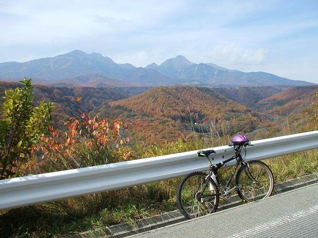 私はダイヤモンド八ヶ岳美術館に滞在(5連泊)して、ひたすら八ヶ岳山麓の森の中を自転車で駆け回った。残念ながら紅葉の時期は終わりかけだったので、いまいち鮮やかさに欠けるが、驚く程、素晴らしい景色にも出会った。<br /><br />私の公式ページ『第二の人生を豊かに―ライター舟橋栄二のホームページ―』に旅行記多数あり。<br /><br />http://www.e-funahashi.jp/<br /><br />