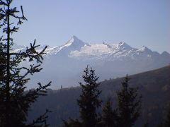 3000メートル級の山々を眺め散策する一日
