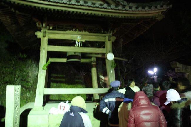 除夜の鐘をつきにいきました。<br /><br />みっふぃーちゃんの香川情報(観光ポータルサイト)<br />http://miffyty.blog109.fc2.com/